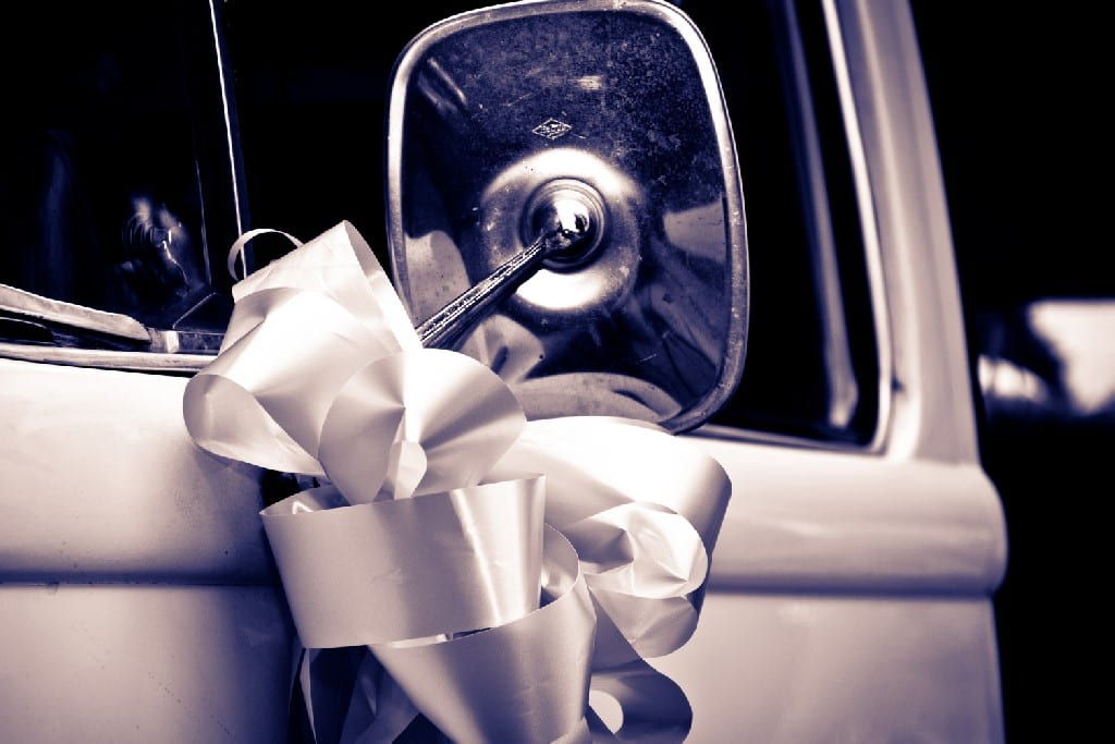 How to make a wedding car bow
