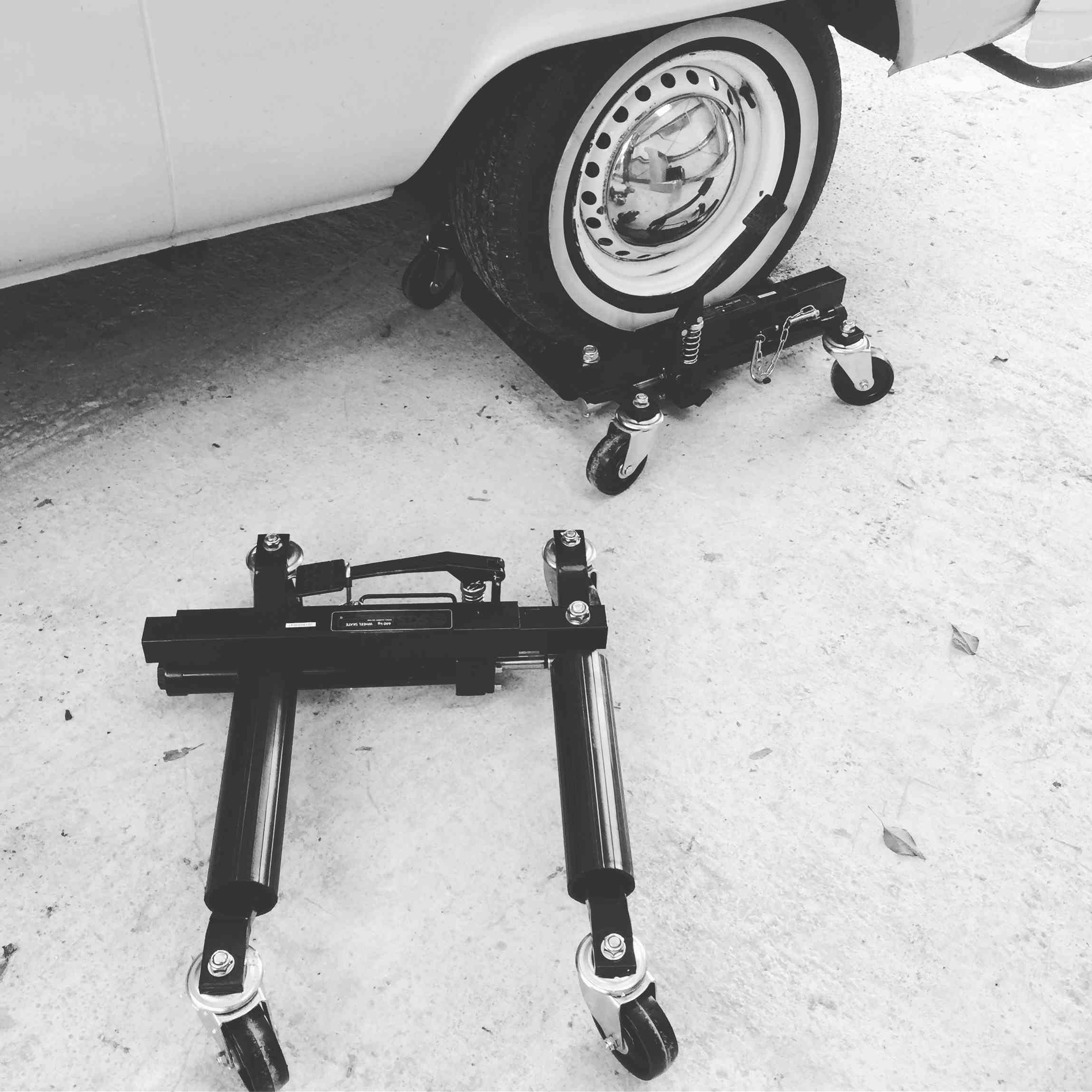 Vehicle skates